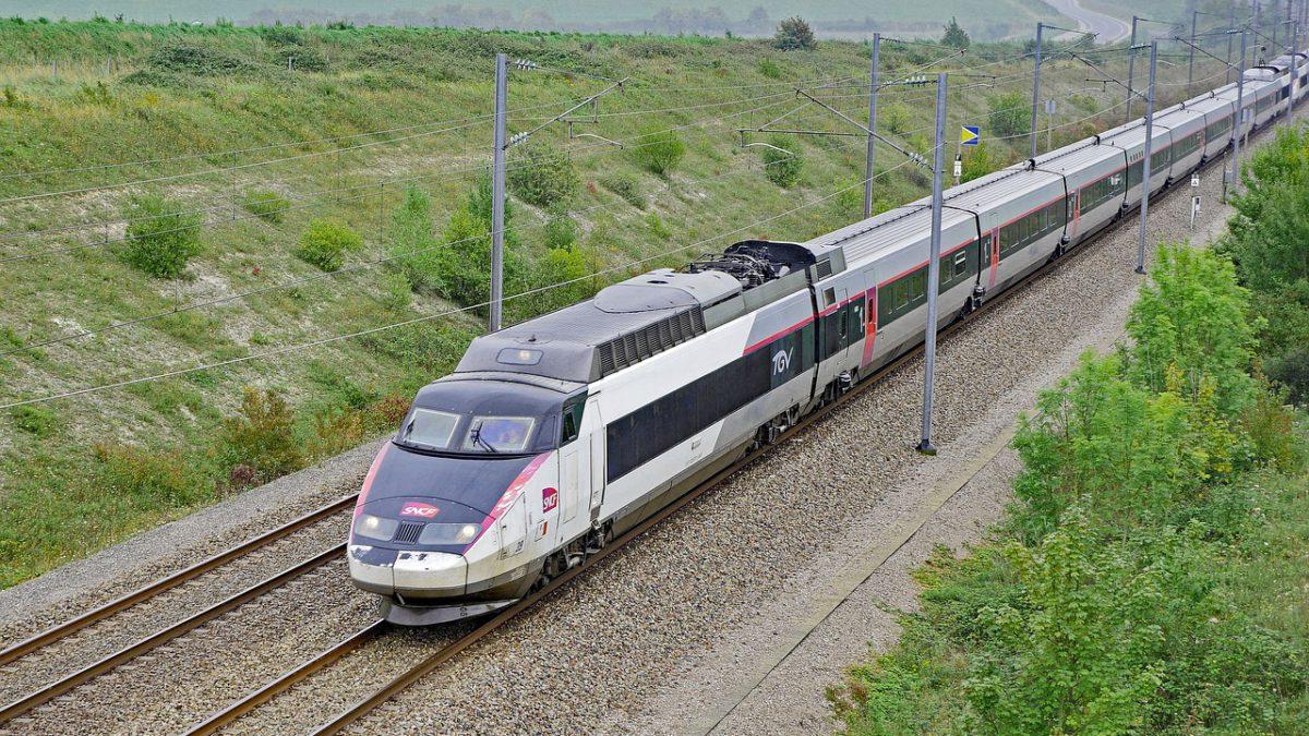 Comment rejoindre les Pyrénées depuis Paris en transport public?